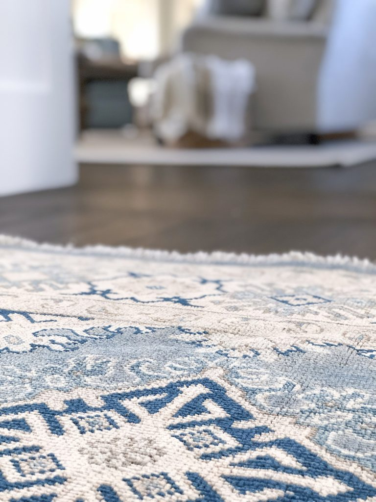 Coastal area rug in blue and white