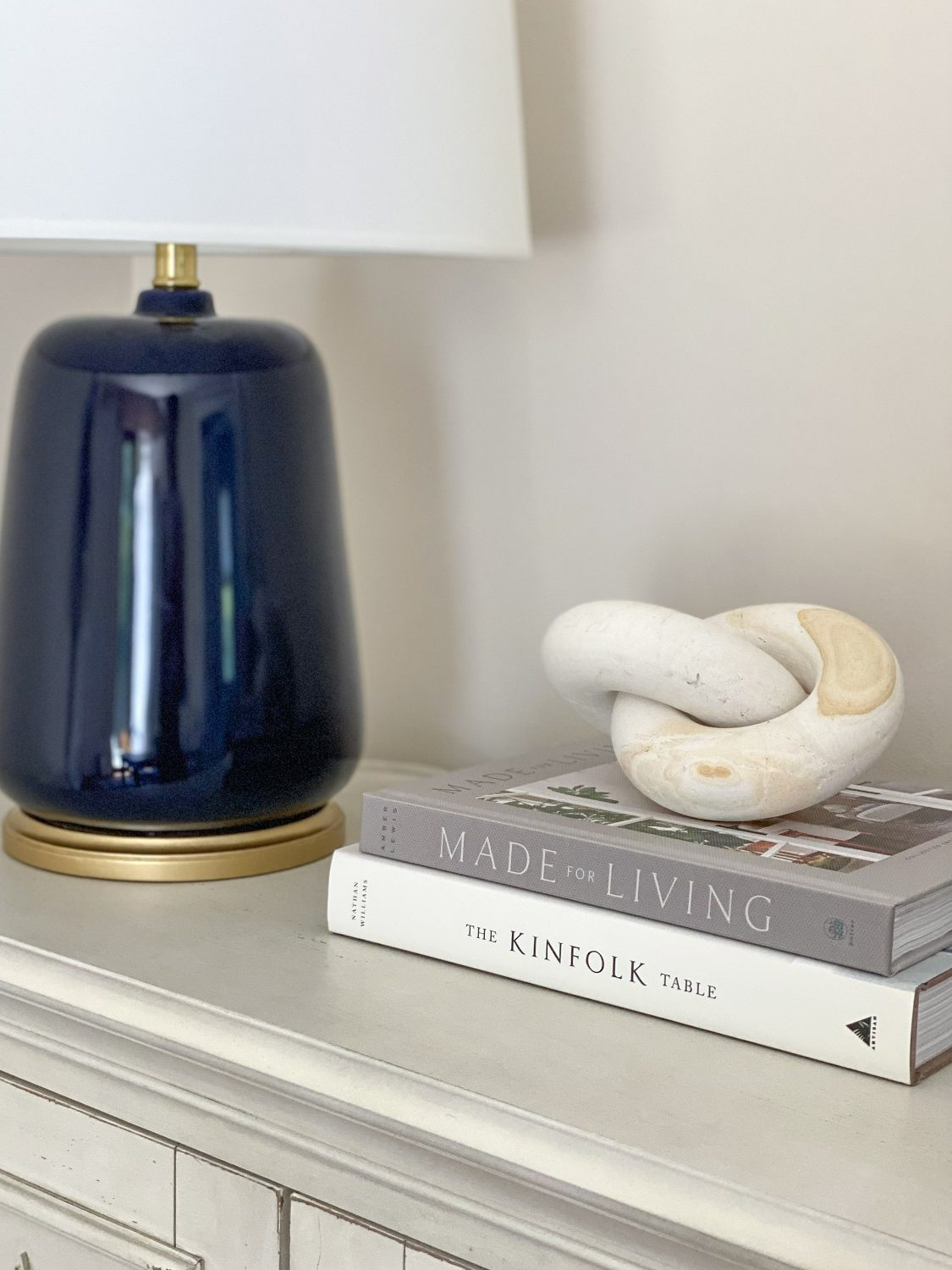 Coastal design with accessories and books