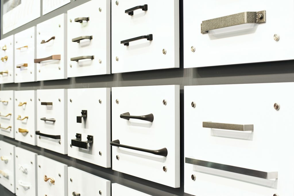 Types of metal knobs and pulls